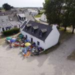 photo aérienne d'un café sur l'île d'Hoedic