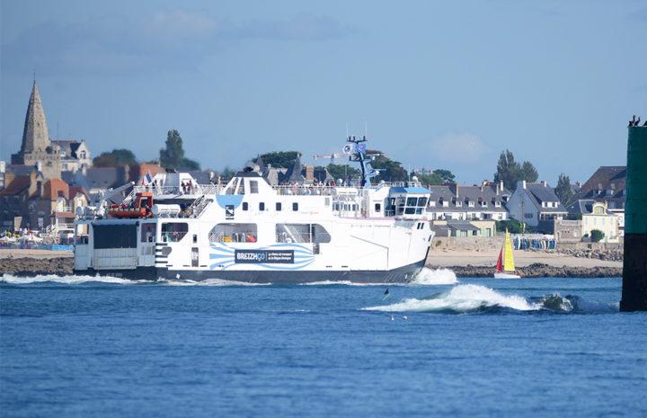 bateau au port de l'île de Groix