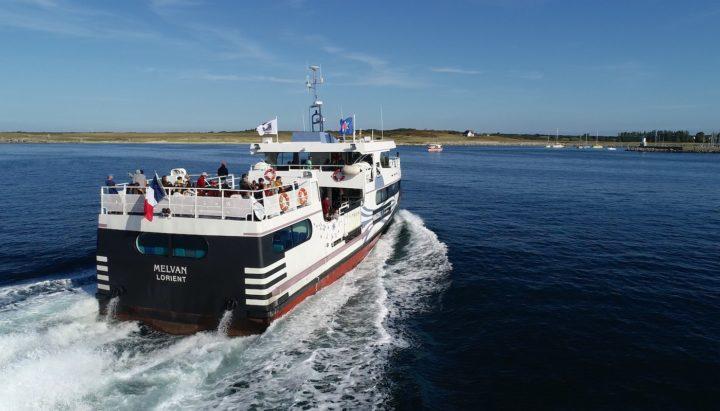 photo d'un bateau se rendant à l'île de Melvan